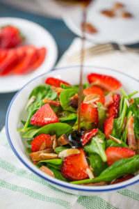 Simple Spinach Salad with Strawberries