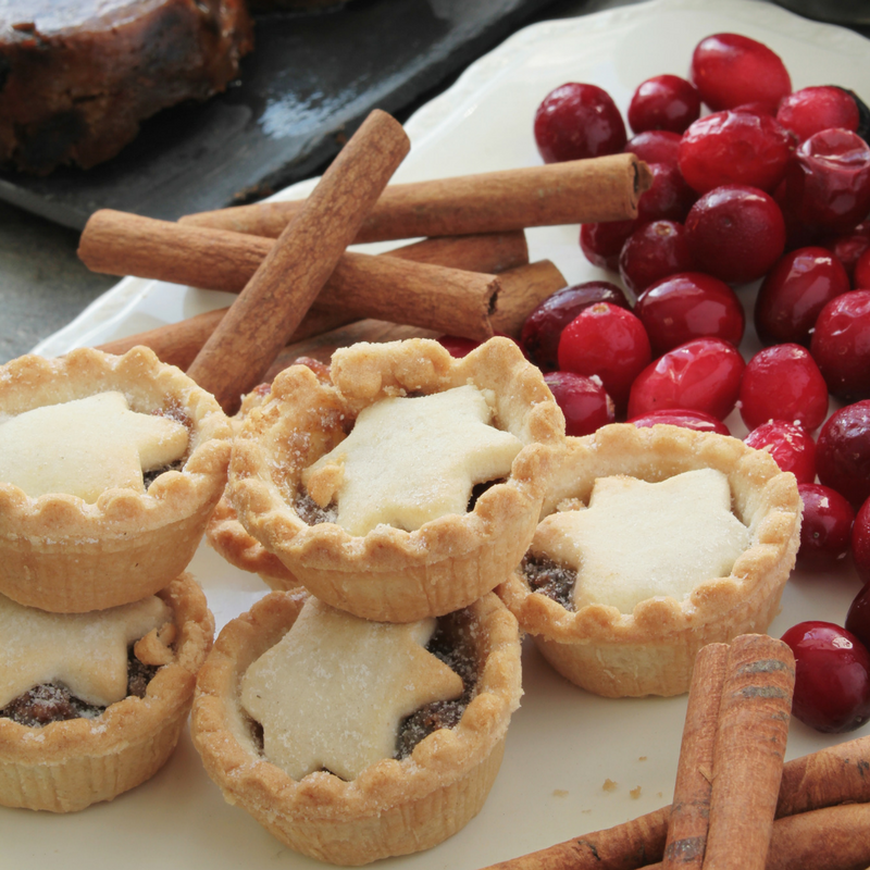 mince pies with cinnamon and cranberries