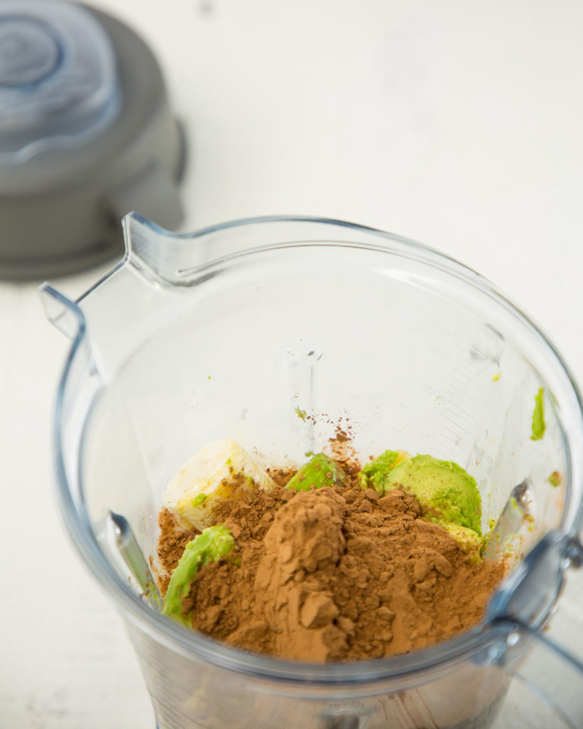 vegan chocolate pudding in vitamix