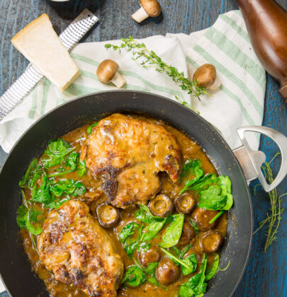 Pork Chops with Mushroom Gravy: A Delicious and Simple One Pot Wonder!