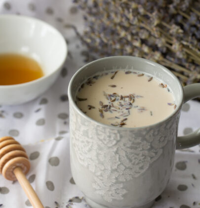 A Soothing and Comforting Earl Grey Latte with Lavender and Honey to Help You Relax and Enjoy Life's Quiet Moments