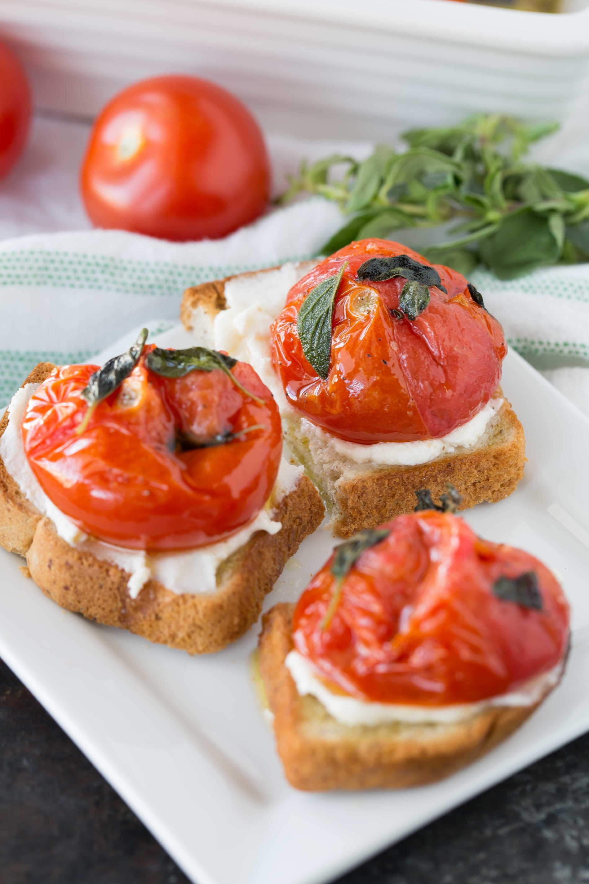 Broiled tomatoes with fresh oregano on toast